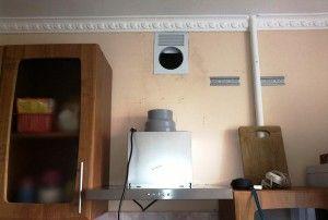 Фото: Вывод вентиляционного канала на кухне
