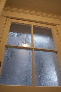 Фото: Конденсат на стекле - признак плохой вентиляции