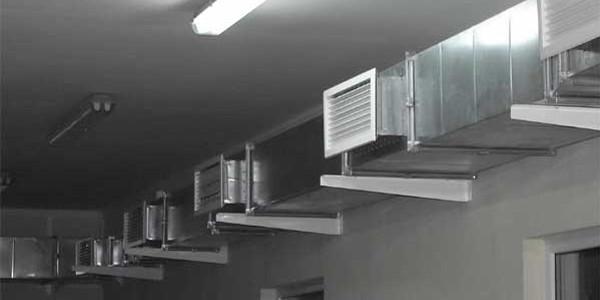 Вентиляционный канал с вытяжными воздуховодами