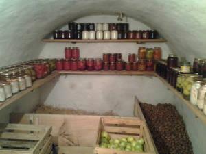 Предназначение погреба - храниение продуктов питания