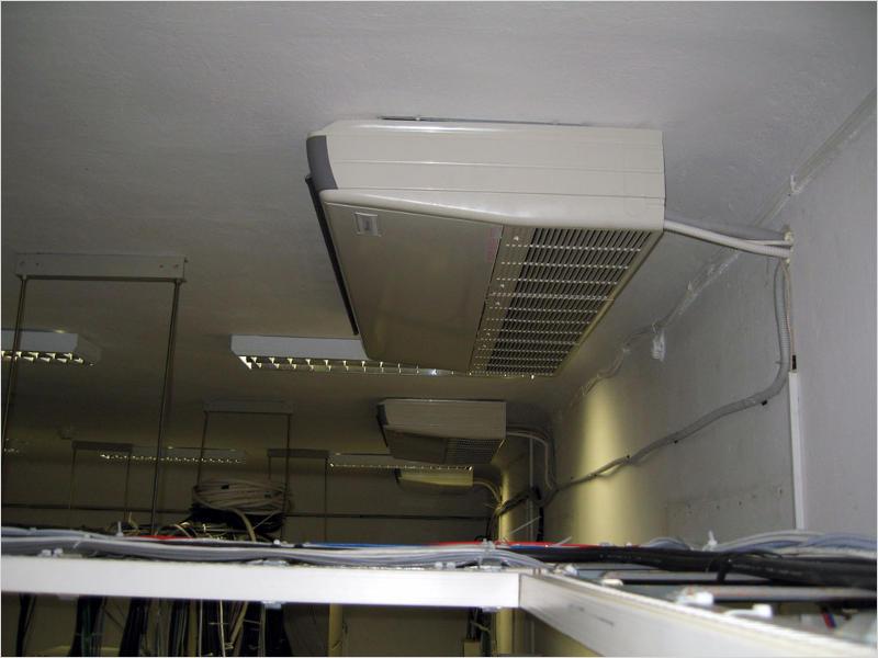 Потолочное расположение внутреннего блока позволяет равномерно распределять охлажденный воздух по помещению