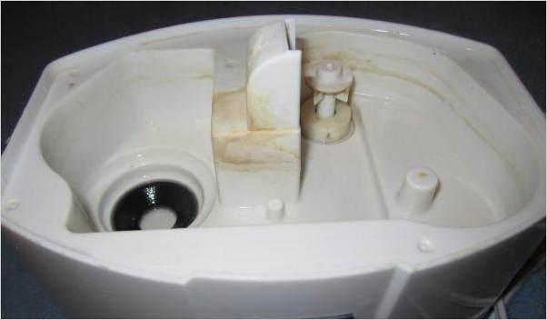 Известковый налет из-за плохого качества воды