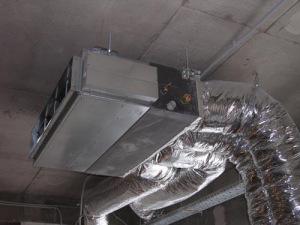 Внутренний блок располагается на чердаке или за фаль-потолком