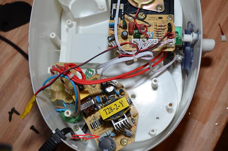 Вся электрика увлажнителя в нижней части