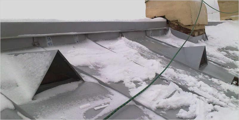 Для предотвращения застоя воздуха. можно использовать продухи на крыше