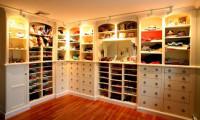 Как сохранить вещи в гардеробной в свежести?