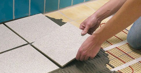 Из-за малой толщины нагревательных элементов, плитку можно прямо на них