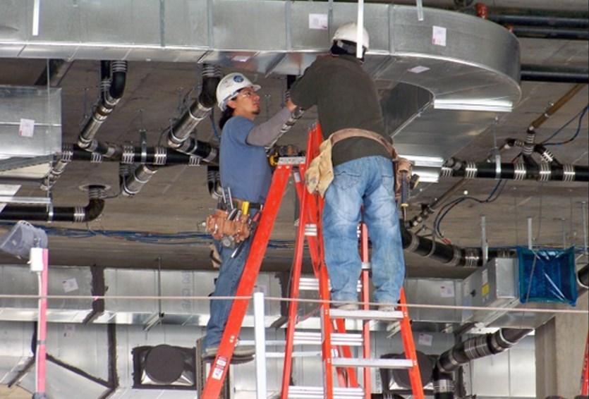 При работах на высоте существует риск травмирования при несоблюдении требований ТБ