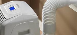 Среди большого числа производителей можно выделить несколько наиболее популярных и сравнить модели, которые они предлагают: • Устройства марки Самсунг хорошо подходят для средних и больших помещений. Они также обеспечивают очищение воздуха, за счет встроенного фильтра, покрытого тонким слоем серебра. Модель FH052EZM1C стоит 56 тысяч рублей. • Электролюкс отличается пониженным уровнем шума, поэтому их могут выбрать те, кому важна тишина в доме. Можно приобрести EACM-10 EW за 22 тысячи рублей. • Компания Ballu предлагает бюджетные модели, которые, при этом, отличаются вполне приемлемым качеством. Кондиционер BPAC-09CE стоит 18 тысяч рублей. Дополнительными функциями у кондиционеров считается возможность осушения воздуха, тонкой очистки, увлажнения, наличие режима вентилирования. Обычно эти опции уже имеются у большинства современных устройств, но перед покупкой лучше внимательно просмотреть все характеристики.