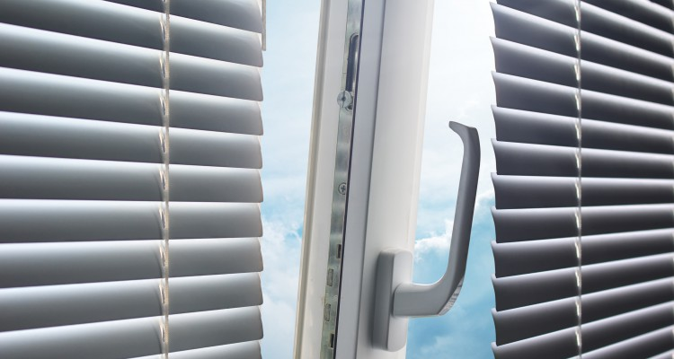 установка клапан вентилиции в ручке на окно